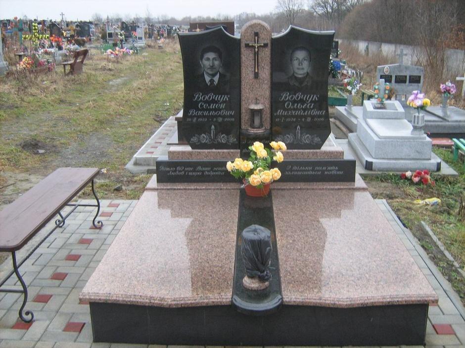 Памятники из гранита новгород цены памятники калуга цены и фото