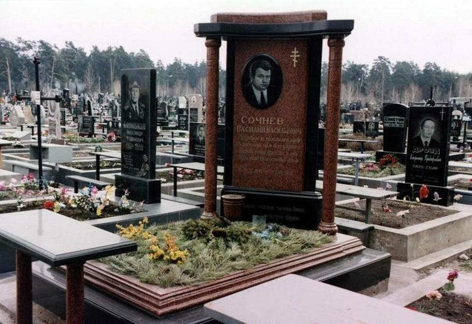 Памятник из цветного гранита Костерево Шар. Дымовский гранит Татарск