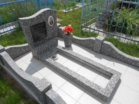 Памятник из мраморной крошки
